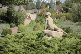 Statue5